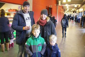 Johan Lundqvist, Sandra Lundqvist och barnen Vidar 6 år och Herman 4 år var på Göransson cup för att titta på kompisar som spelade från Sandviken och även från Ekerö i Stockholm.