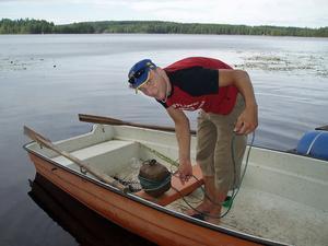 Thomas Forsberg på väg ut  med sin båt. Bild: Privat