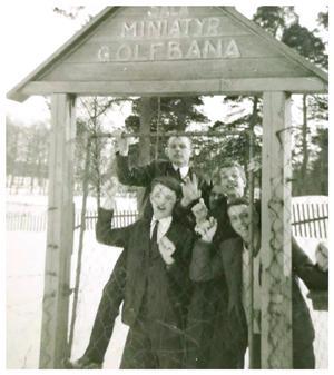 Ynglingarna Bosse Jansson, Roland Reuterwall, Mats Lundmark, Lars-Åke Beijerskog och Håkan Olsson. Fotot tillhör Mats Lundmark som på Facebook berättar att de var ute på en söndagspromenad. Foto: Privat