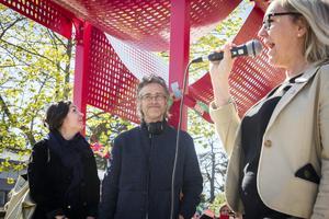 Tal av biträdande rektor Katarina Jonsson. Arkitekt Veronica Skeppe har varit med och skapat konstverket Spektakel, och Björn Norberg är Gävle kommuns konstintendent.