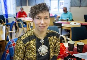 Forskaren och aktivisten från Trondheim Elisabeth Stubberud höll frukostmöte på Gaaltije om queer och språkaktivism när samefolket firade nationaldag.