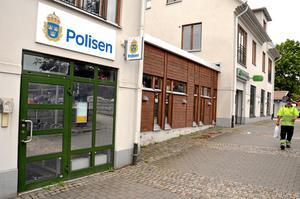 Polisstationen i Lekeberg fanns tidigare vid torget i Fjugesta. Moderaterna i Lekeberg vill åter ha en bemannad polisstation i Lekeberg.Foto: Peter Eriksson/Arkiv