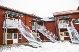 Det nya boendet har både enskilda uteplatser och balkong samt en egen ingång.