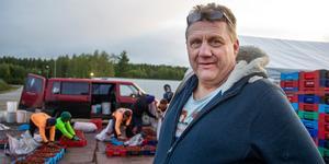 Även fast det är mycket jobb tycker Bo Axelsson att det är givande att jobba med bärhandel.