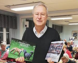 Jan Andersson berättade om sitt jobb som fotograf. Två böcker med bilder har han också givit ut. Foto: Eva-Märta Pålsson