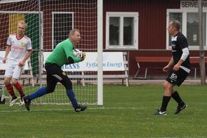 Påven vaktade målet i Svegs IK och fick göra några räddningar, även om han också tvingades vittja nätet fyra gånger under matchen.