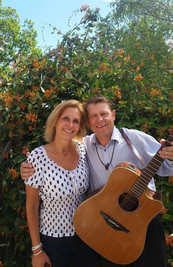 Gabriella Lindvall och Stefan Ström är två av underhållarna på Ängersjö musik- och kulturfest. Foto: Privat