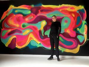Saara Kosonen vid den fetaste väggen. Foto: Lars Palm.