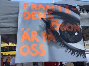 Under fredagseftermiddagen framträdde artister under klimatmanifestationen i centrala Gävle.