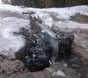 Under natten mot lördag tippades skotern omkull och sattes i brand. Foto: Privat.
