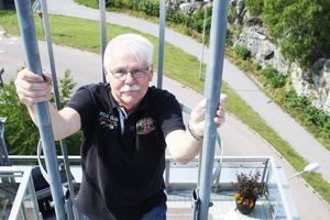 Torbjörn Stenius klättrar ner igen.