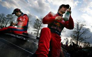 När VM-rallyt i Japan avgjordes på söndagen stod det klart att Sebastian Loeb blir totalsegrare även detta år. Fransmannen, här tillsammans med sin codriver Daniel Elena, blir därmed den förste rallyförare som vinner VM-titeln fem år i rad.  Foto: Junji Kurokawa/Scanpix
