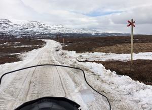 Leden ner mot Kläppen i Ljungdalen. Där har man kört på snö för att inte behöva stänga leden