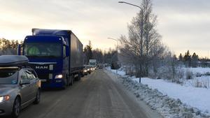 Under onsdagsförmiddagen är det totalstopp på E4 och trafiken leds om via Bergsjö och Strömsbruk.