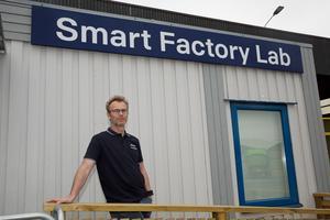 Nyinvigda Smart factory lab ligger i en ganska anspråkslös lokal intill Scanias chassiverkstad.