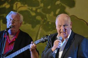 Låtskrivande sångaren Gert Lengstrand var med i Streaplers under en del år. Här med Börje Hallberg i bakgrunden. Foto: Thomas Eriksson/NA