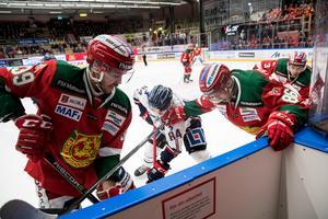 Moras Jacob Nilsson och Linköpings Jimmy Andersson . Foto: Daniel Eriksson/Bildbyrån