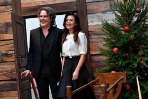 Årets julvärdar i SVT är Lotta Lundgren och Erik Haag. Foto: Jonas Ekströmer/TT