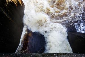 Det brusar med vatten vid Gävle Energis kraftverk Strömdalen.