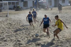 Damfinalen var mycket underhållande och sanden susade omkring på planen i flera heta närkamper.