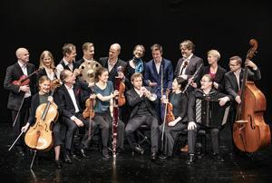 Festligt, pampigt och sprittande med Salongsorkestern . Foto: Anneli Åsén