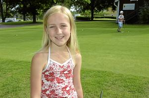 Lärorikt. Cornelia Möller tycker att golfskolan är lärorik och tipsar om hur man ska hålla klubborna i olika situationer.