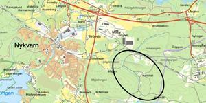 Ringen på kartan visar var på Almnäsområdet som miljömotorcentrum ska ligga. Illustrationen är hämtad från Nykvarns kommuns, plan- och genomförandebeskrivning.
