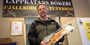 Roger Eriksson har öppnatbutiken  Lappkåtans Rökeri på Storgatan i Sollefteå.