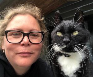 Pernilla Nylander Gustafsson från Hässelby i Stockholm har återförenats med familjens katt Musse som varit på rymmen i två år – det senaste året i Ulvshyttan i Dalarna.