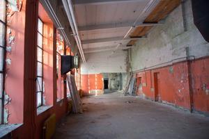 Interiör från Gjuteriet. Byggnaden har förfallit under många år.