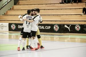Amel Rastoder gjorde segermålet när ÖSK Futsal vände och vann mot jumbon Halmstad BK.
