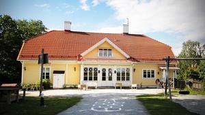 Församlingen har drivit grundskola sedan 2002, Lindgårdsskolan. Man driver också förskola och behandlingshem.