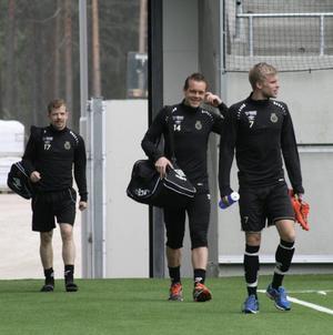 Jonas Lantto, Jens Portin och Robin Nilsson tar första kliven in på Gavlevallen.