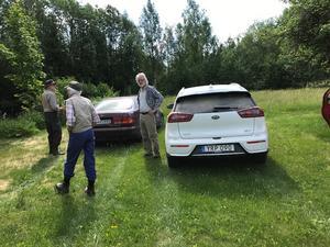 Deltagarna for i egna bilar för att hålla distans.