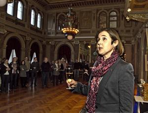Den nya förvaltningen invigdes med en skål, av förvaltningschefen Elisabet Jonsson.