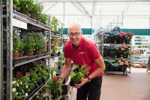 Erik Andersson på Plantagen är nöjd med maj månads försäljning.
