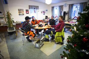 – Om två skulle bryta benet här skulle det bli kaos här, säger Janne Wåhlander.
