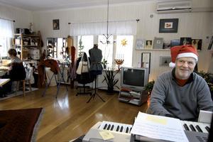 Allkonstnären Erik Marcusson och frun Pia Nordlund driver tillsammans galleri Dahlhem i Pershyttan.