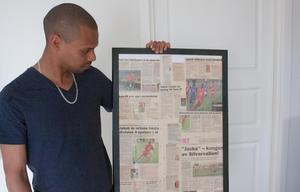 Jakob Eklund sparar på tidningsurklipp från karriären.