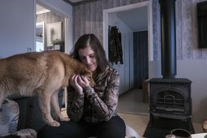 Miranda Frings har ett nära band med jaktkamraten Pojo, en finsk spets på två år.