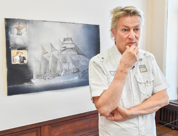 Fartyg spelar en speciell roll i Lars Lerins konstnärskap. Just det här skeppet har han hämtat inspiration till från sin morfars gravsten.