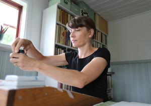 Som kultursekreterare kommer Annika Petersson inte att lägga locket på sitt konstnärskap som bokstavskonstnär och stenhuggare.