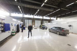 Fördelen med de nya lokalerna, menar Johan Immelgård, är att de är så stora att de rymmer en lastbil.