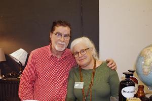 Peter och Annica Skoglund från Falun, driver en butik vid Falu gruva och hade hört talas om Retromarknaden i Västerås. De säljer vintagekläder, hifi-grejer, lite design och övrigt kuriosa.