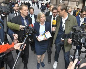 Finansminister Magdalena Andersson (S) på väg till riksdagshuset för att presentera budgetpropositionen för 2020. Bild: Claudio Bresciani/TT
