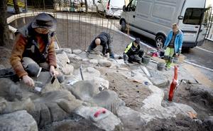 Vattentrappan skulpteras fram ur betongen. Ett pumpsystem gör att vattnet kommer att cirkulera och anläggningen blir i stort sett underhållsfri.