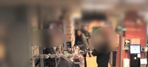 Övervakningskameran lyckades fånga hur en yxbeväpnad falubo försökte råna en matbutik i Skellefteå förra året.