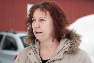 Maria Söderqvist var ute och rastade sina hundar efter vägen, plötsligt hade hon tjuren tre meter framför sig.