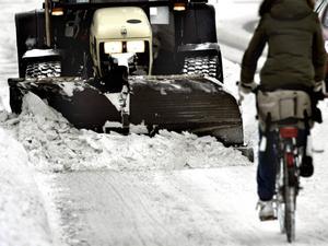 Vädret gav Södertälje både snö och svår halka natten mot torsdag. Under dagen har kommunen arbetat hårt med snöröjning och halkbekämpning.