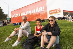 Erika Sundström (t.h.) tillsammans med Hampus Sundström och Lena Ates.